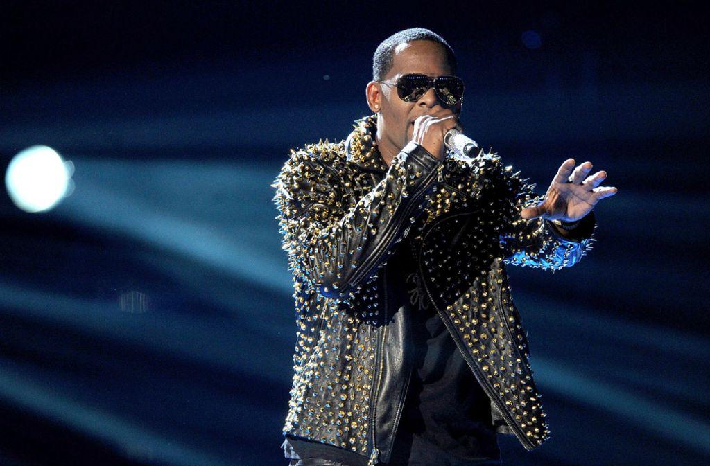 """Das Magazin """"Billboard"""" nannte den Musiker R. Kelly 2015 in einem Ranking nicht weit hinter Michael Jackson, Stevie Wonder und Prince. Foto: AP"""