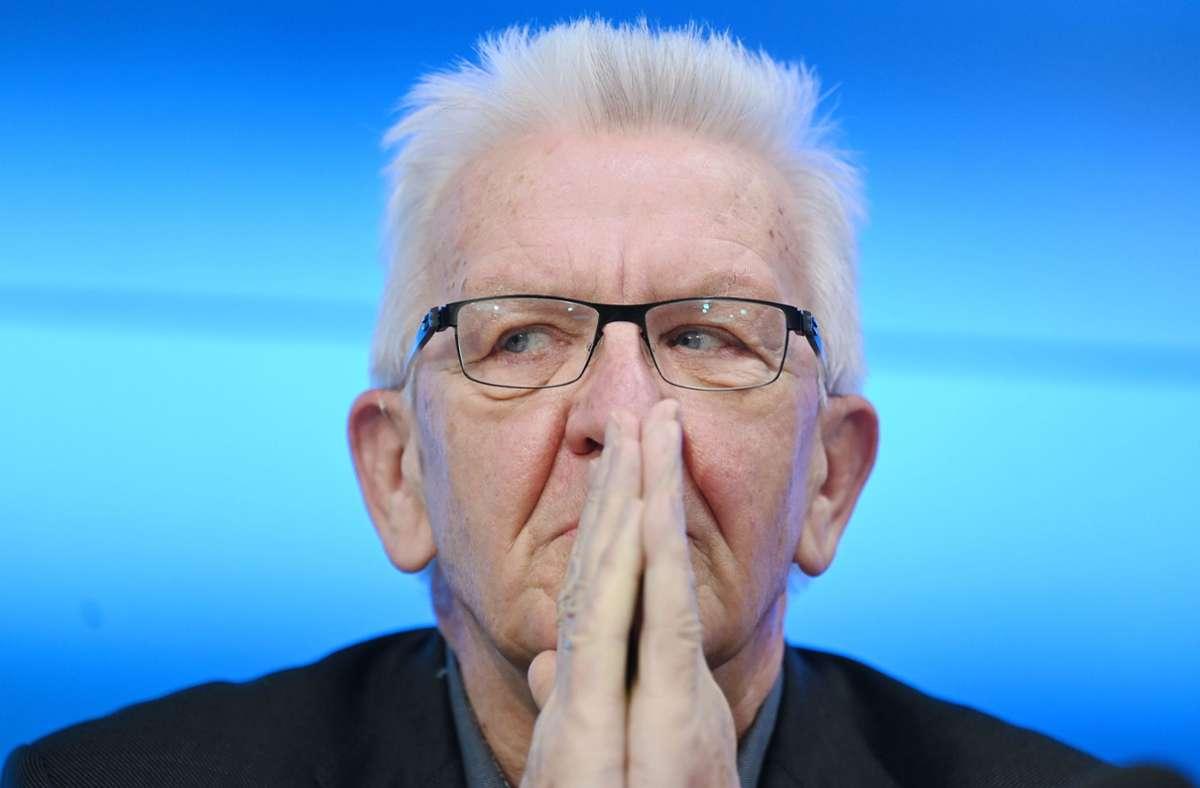 Kretschmann vertagt die Entscheidung zu Schulöffnungen. Foto: dpa/Marijan Murat