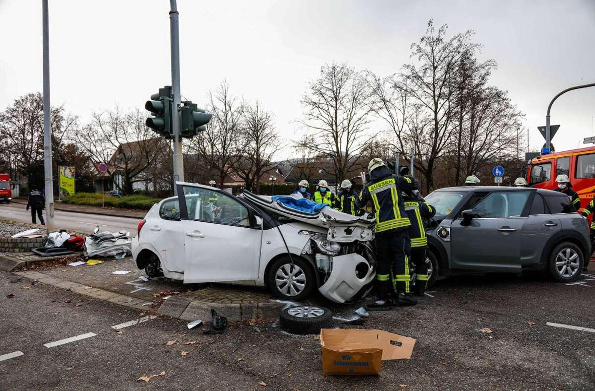 Die Feuerwehr musste eine Frau bei dem Unfall in Süßen aus ihrem Wagen befreien. Foto: 7aktuell.de/Christina Zambito