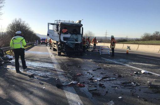 Lkw-Unfall auf A 81 – Fahrer schwer verletzt