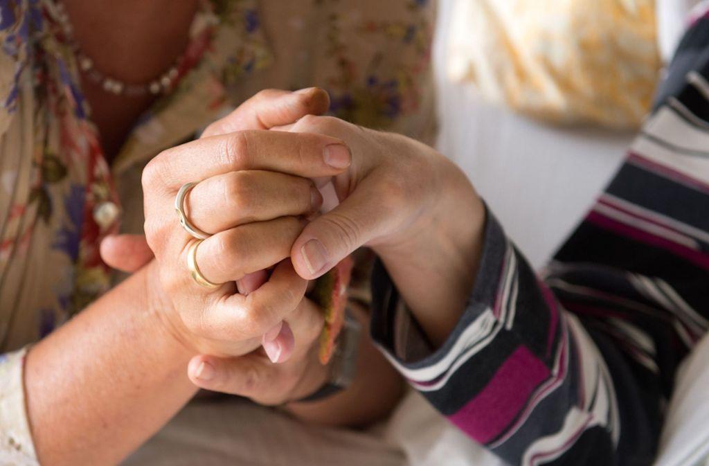 Der Auftrag für Hospiz-Mitarbeiter: Aushalten, innehalten, Haltung zeigen. Foto: dpa/Sebastian Kahnert