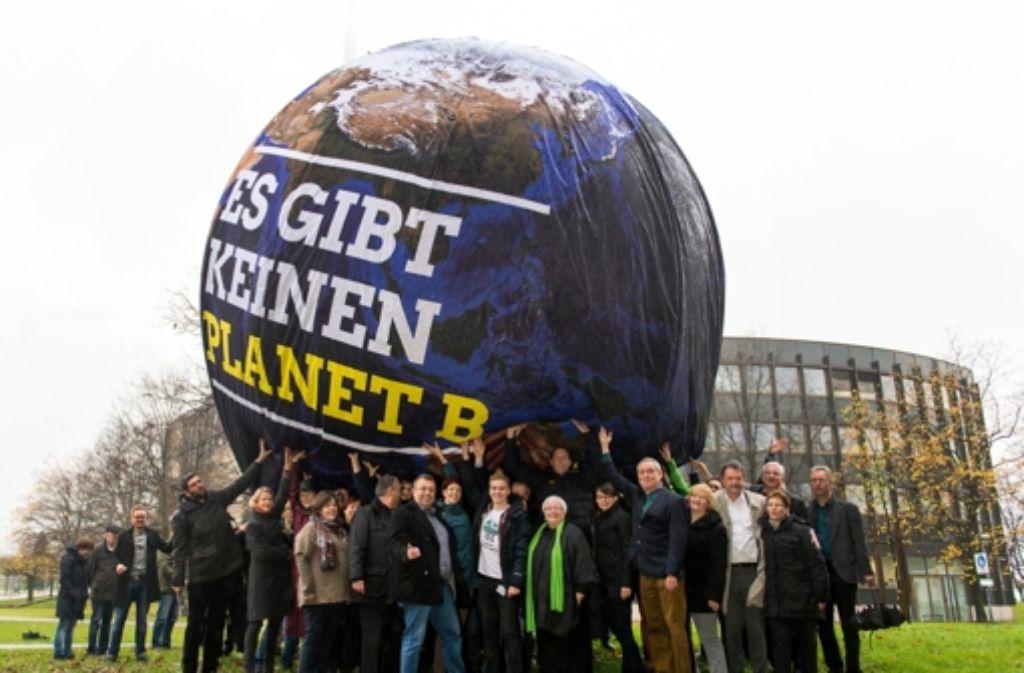 Aufmunterung aus Düsseldorf: Zur UN-Klimakonferenz haben die Grünen aus NRW deutlich gemacht, dass es um die Rettung der Welt geht. Foto: dpa