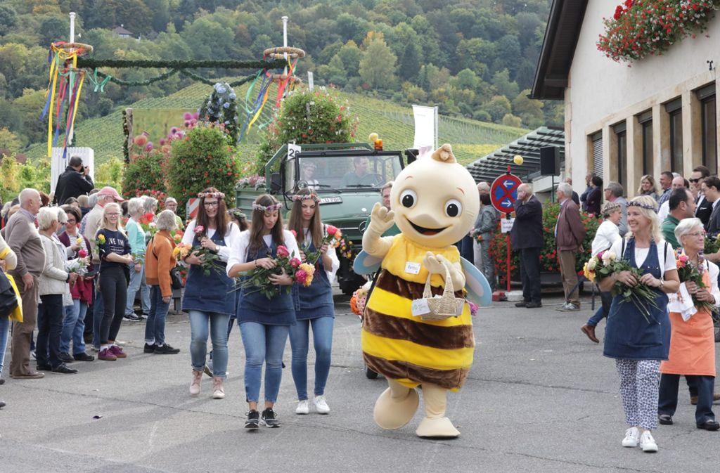 Das Gartenschau-Maskottchen Remsi war der Star beim Festzug vom Fellbacher Herbst Foto: Patricia Sigerist
