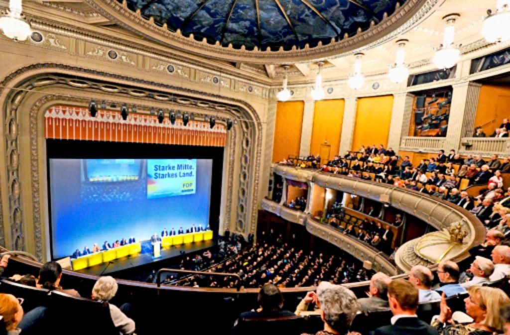 Ein unvergleichlicher Rahmen: das Dreikönigstreffen der FDP lebt nicht nur von mehr oder weniger starken Rednern, sondern auch vom Flair des Staatstheaters. Foto: dpa