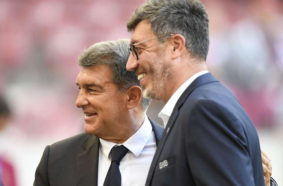 Waren natürlich auch vor Ort: VfB-Präsident Claus Vogt mit seinem Pendant vom FC Barcelona, Joan Laporta Foto: AFP/THOMAS KIENZLE