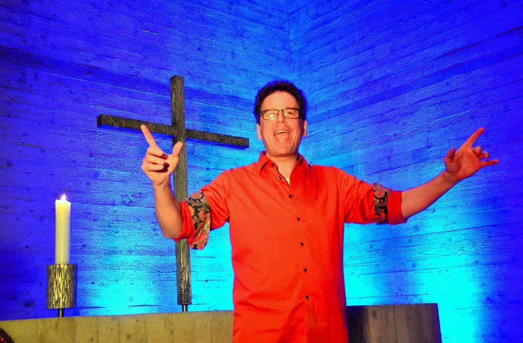 Preacher Slam mit Pfarrer Til Bauer ist gewissermaßen Poetry Slam mit der Bibel in der Hand Foto: Bauer
