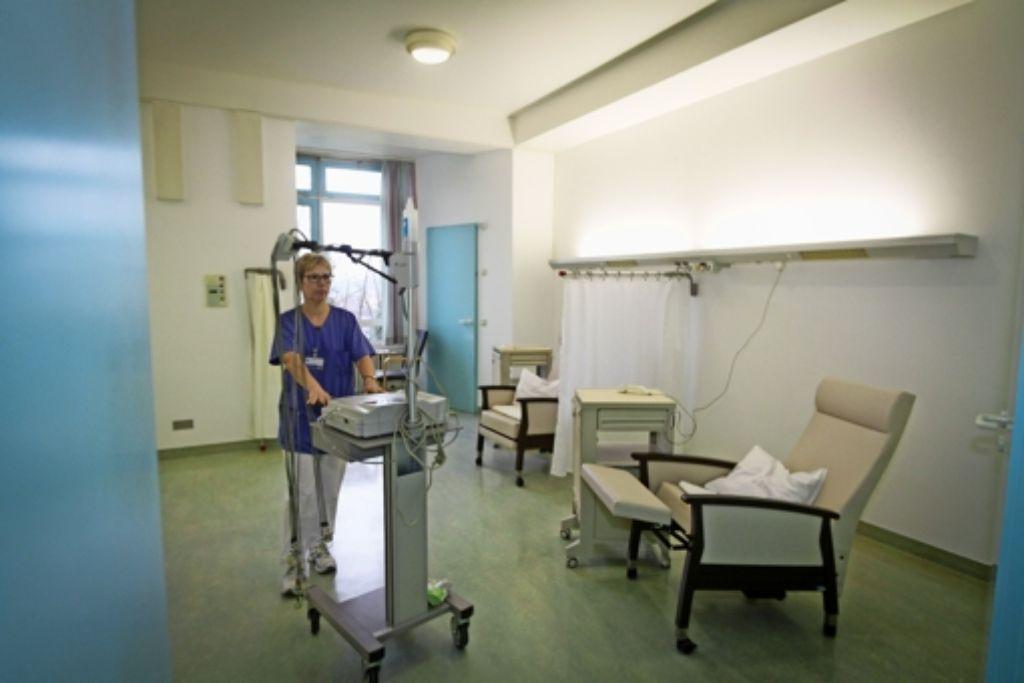 Sessel statt Betten: die neue Tagesklinik im Vaihinger Krankenhaus. Foto: factum/Bach