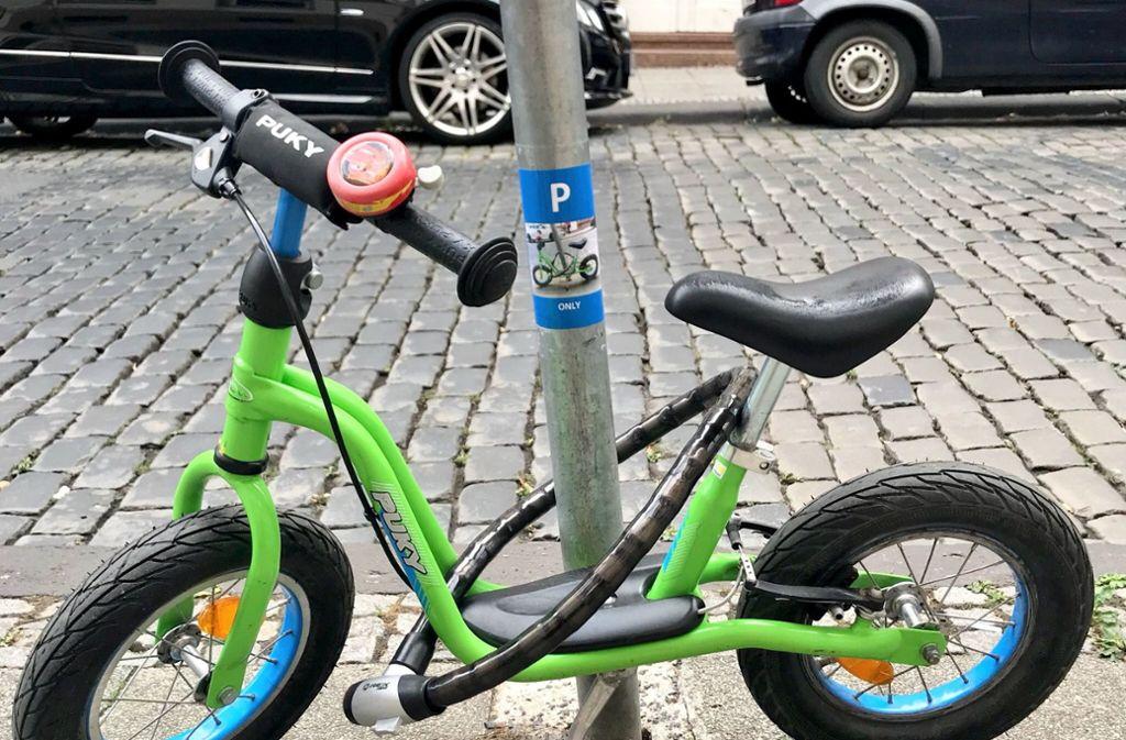 """Das Laufrad hat jetzt einen """"offiziellen"""" Parkplatz. Foto: Christie Dietz"""