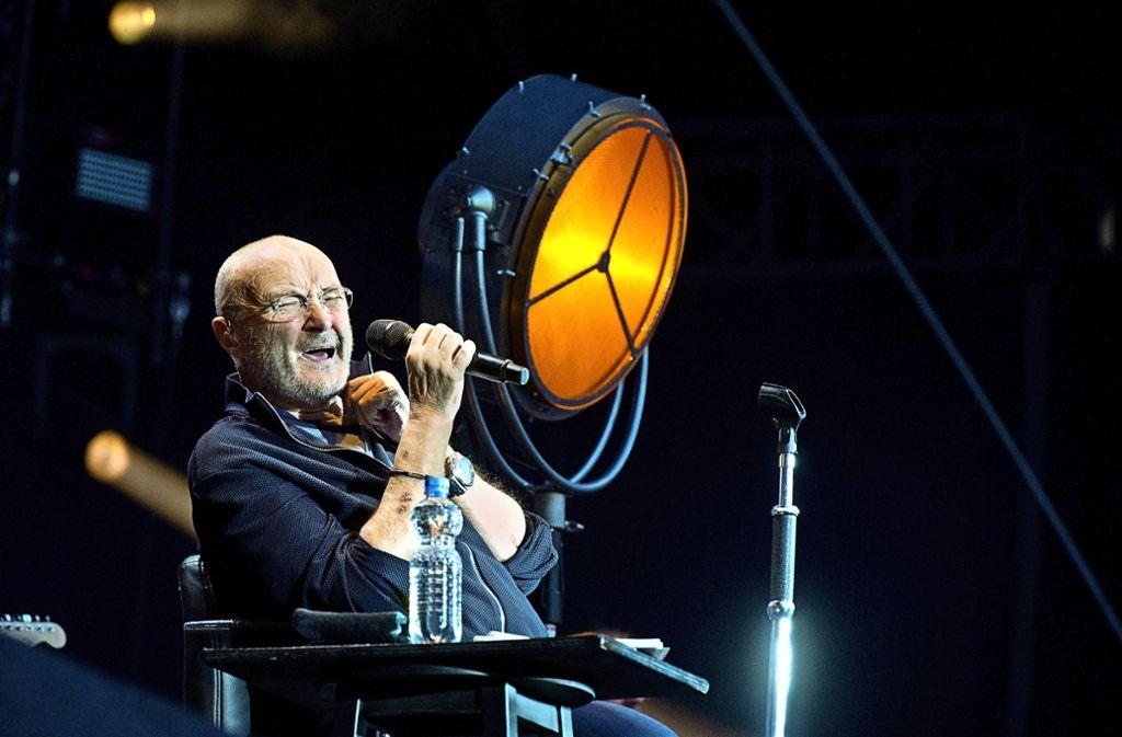 Der Musiker konnte auch im Sitzen leidenschaftlich seine Lieder zum Besten geben. Foto: Oliver Willikonsky