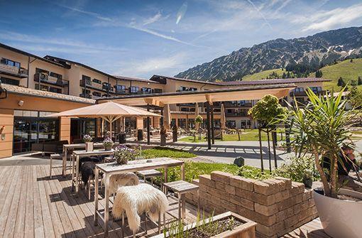 Das Panoramahotel Oberjoch - ideales Sprungbrett in die Allgäuer Bergwelt, Sommer wie Winter.  Foto: Panoramahotel Oberjoch GmbH