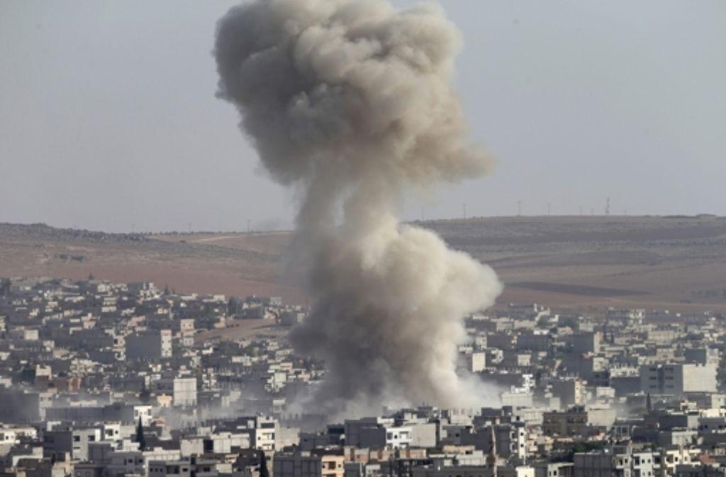 Die Luftangriffe auf die IS-Terrormilizen in Kobane gehen weiter. Foto: EPA