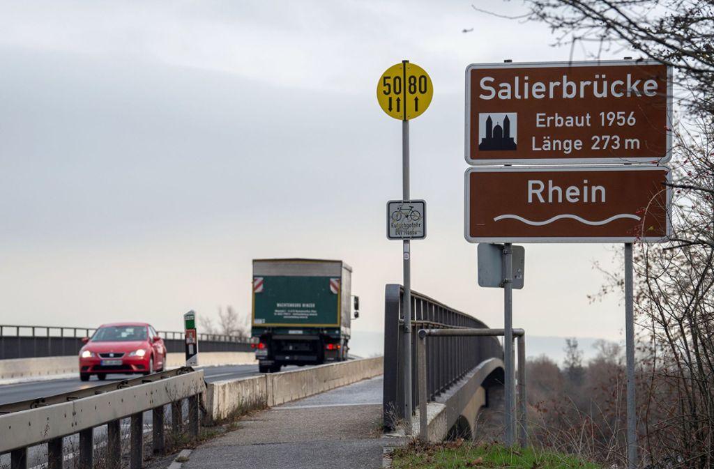 Die Salierbrücke ist eine wichtige Verbindung zwischen Baden-Württemberg und Rheinland-Pfalz. Foto: dpa/Silas Stein