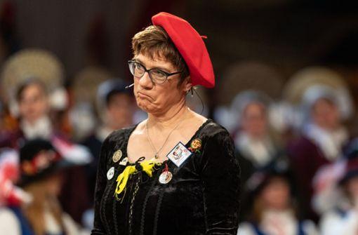 Kramp-Karrenbauer irritiert mit Spöttelei zum dritten Geschlecht