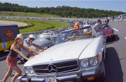 Oldtimer-Fans treffen sich zur Rallye durch die Region