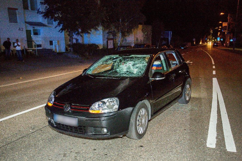 Bandenkrieg in Marbach am Neckar: Mit einem Beil und Baseballschlägern waren die Unbekannten auf dieses Auto losgegangen. Foto: www.7aktuell.de | Karsten Schmalz