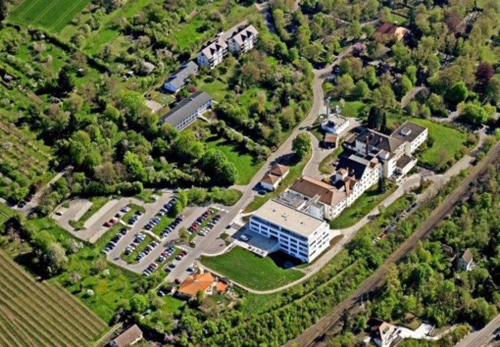 Platz ist vorhanden: Baut die Kliniken-GmbH eine neue Belegklinik neben dem Krankenhaus in Marbach? Foto: Kuhnle