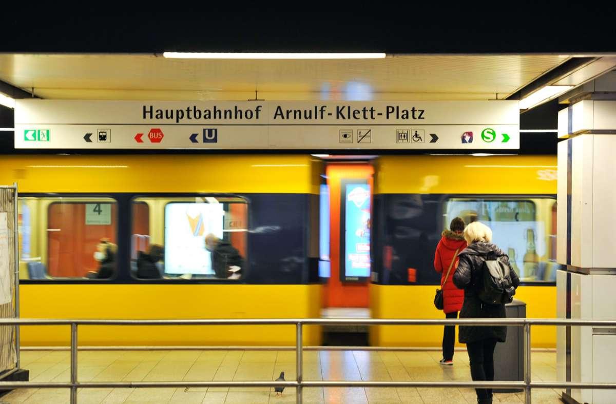 Ab Donnerstag können in den Straßenbahnen der SSB wieder OP-Masken getragen werden (Symbolbild) Foto: Lichtgut/Max Kovalenko