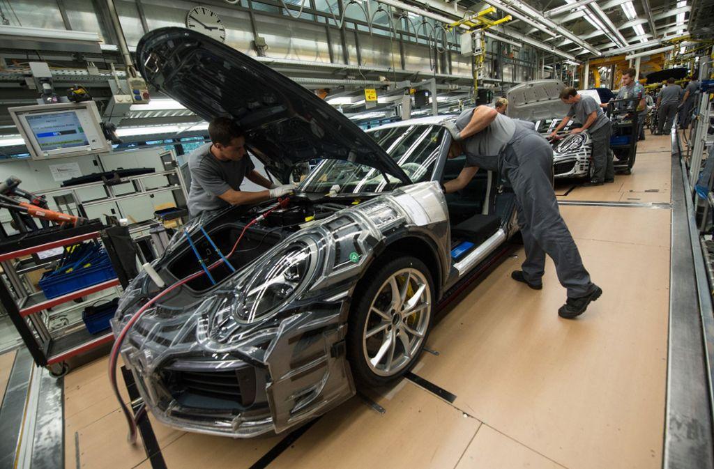 Die abwartende Haltung der Kunden in China hat das Absatzwachstum bei Porsche etwas gebremst. Foto: dpa