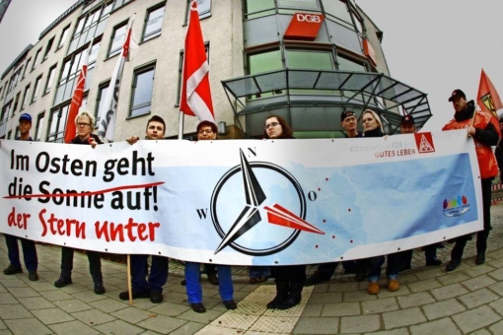 Im Februar haben Mitarbeiter der ostdeutschen Mercedes-Niederlassungen mit einem Warnstreik gegen den Verkauf protestiert. Vor einer Woche wurde  nun ein Tarifvertrag zur Absicherung der Arbeitsplätze abgeschlossen. Foto: imago