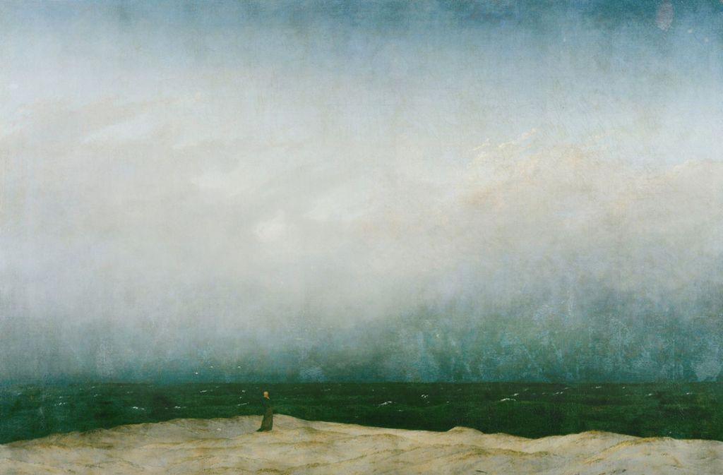 """Allein, aber nicht einsam: Der Mönch am Meer"""" von Caspar David Friedrich war seit seiner Entstehung zu Beginn des 19. Jahrhunderts  Gegenstand vieler Deutungen. Nach einer Restaurierung des Gemäldes vor einigen Jahren wurde sichtbar, dass die Blautöne des Himmels sehr viel heller und hoffnungsvoller sind, als sie durch einen Grauschleier in den Jahrzehnten zuvor erschienen waren. Foto: Ullstein/Heritage Images"""