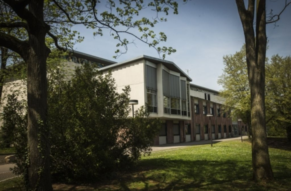 Das Gutbrod-Gebäude stammt aus dem Jahr 1959 und steht zwischen der Villa und den Fernsehstudios. Dieses Gebäude wird vom SWR weiter genutzt und wird deshalb auf jeden Fall mitten im Park stehen bleiben. Foto: Achim Zweygarth