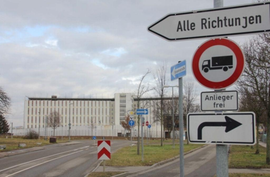 Die Zufahrtsstraßen des Gefängnisses in Stuttgart-Stammheim. Foto: Chris Lederer