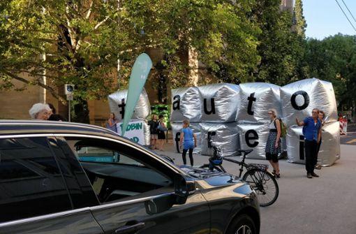 Aktivisten sperren Tübinger Straße für Autofahrer