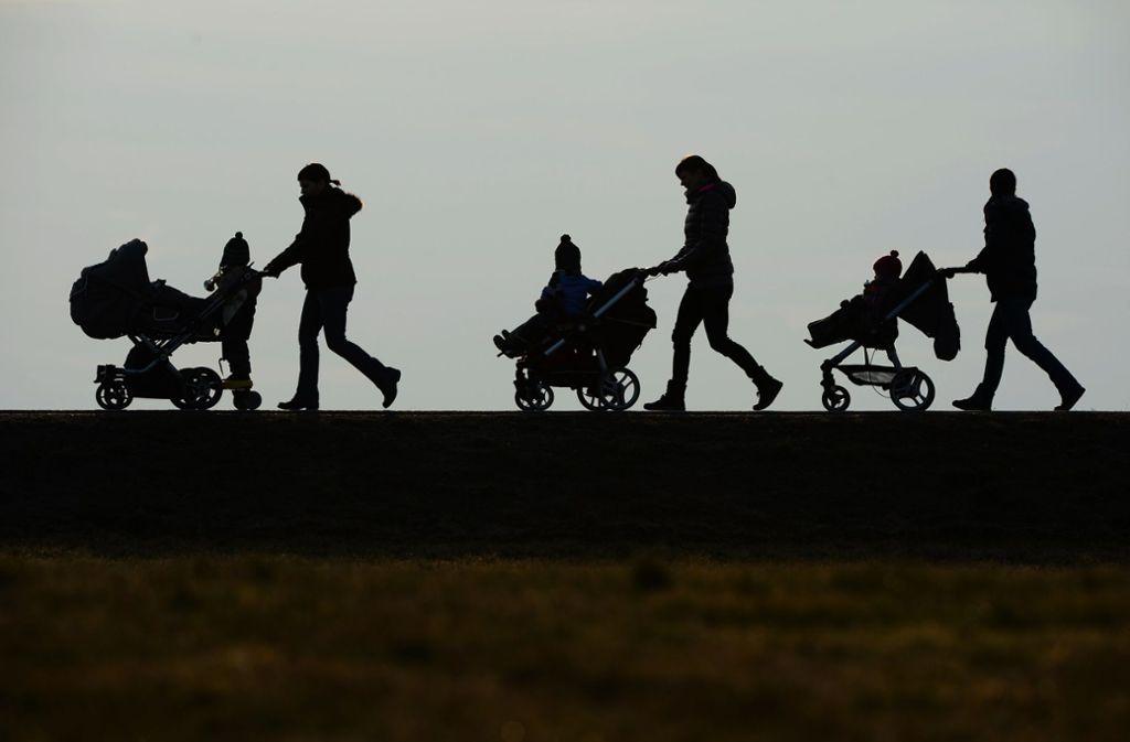 Union und SPD haben die Mütterrente ausgeweitet, um die Erziehungsleistung besser anzuerkennen und die betroffenen Eltern, vor allem Frauen, im Alter stärker abzusichern. Foto: dpa/Felix Kästle