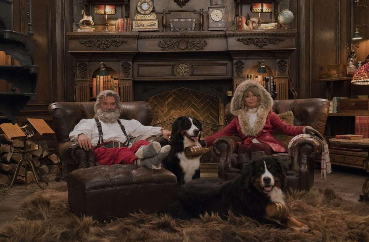 "Kurt Russell als Santa Claus und Goldie Hawn als Mrs. Claus sind im Film ""The Christmas Chronicles"" zu sehen. Foto: dpa/Michael Gibson"