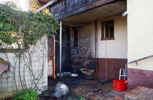 Grill setzt Hauswand und Balkon in Brand