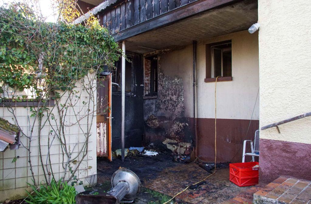 Ein Grill setzt am Sonntag in Weil im Schönbuch ein  angrenzendes Haus in Brand. Foto: SDMG// Dettenmeyer