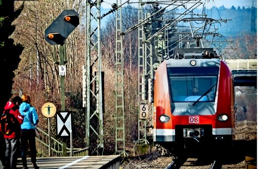 Bei  Bahnstrecken rund um Stuttgart gibt es Lücken im Notrufnetz. Foto: Lg/Achim Zweygarth