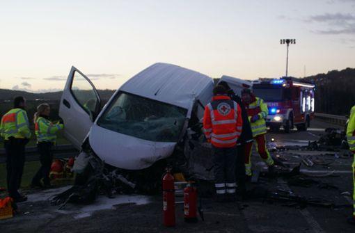 Transporter-Fahrer stirbt bei Unfall