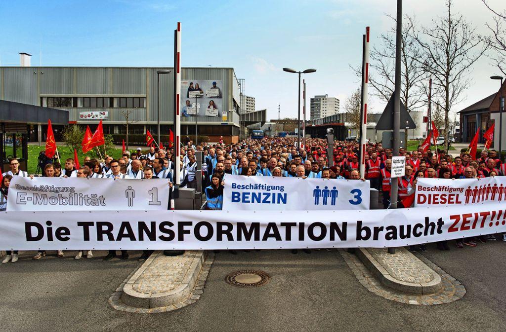 mmer öfter zeigen die Beschäftigten – wie hier bei Bosch in Bamberg – Flagge, um in Zeiten des Strukturwandels ihre Arbeitsplätze zu erhalten. Foto: dpa