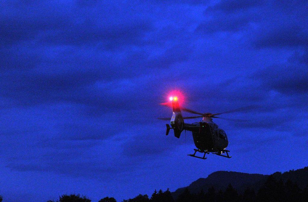 Der Polizei-Hubschrauber kreiste minutenlang über Degerloch (Symbolbild). Foto: dpa/Stefan Puchner