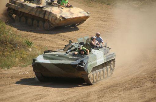Wie sich eine Fahrt im Panzer anfühlt