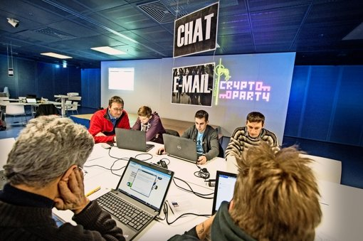 Verschlüsselung kann knifflig sein: Auf der Cryptoparty  in Stuttgart gab es Tipps von Experten. Foto: Martin Stollberg