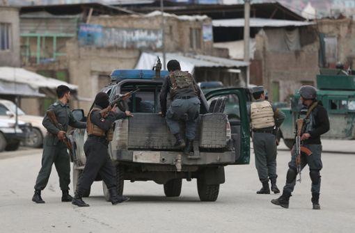 Angreifer nehmen 150 Geiseln in Sikh-Tempel in Kabul