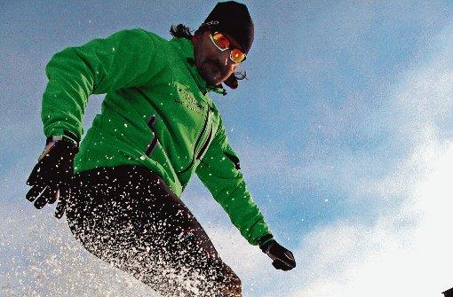 Zeigt eindrucksvoll, wie es geht: Eislauf-Trainer Wolfgang Wernitznig. Foto: Schreiber