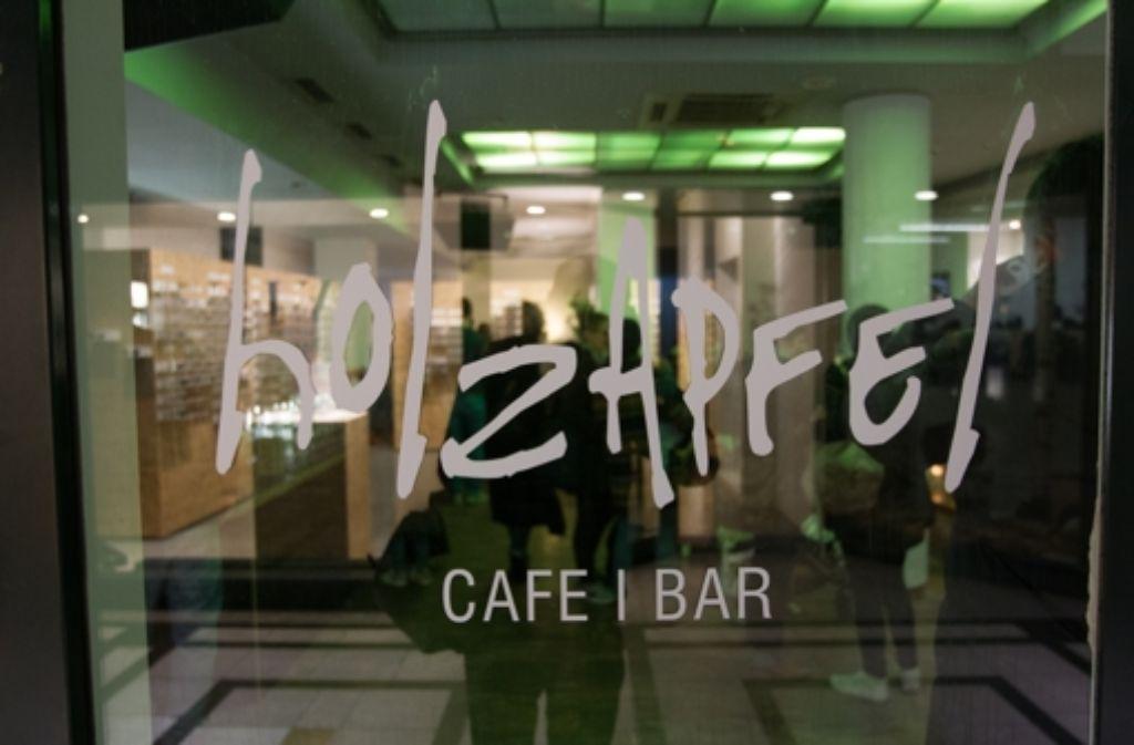Die Freude ist groß: Endlich hat im Fluxus mit dem Holzapfel die Nachfolge-Gastro des Bohème eröffnet. Foto: Christian Hass Stuttgart