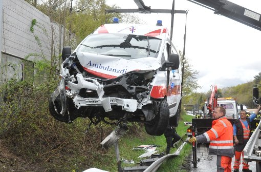 Rettungswagen verunglückt in Kurve