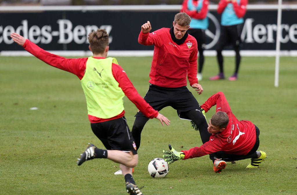 Im VfB-Training ging es voll zur Sache. Mehrere Talente spielten vor. Foto: Pressefoto Baumann