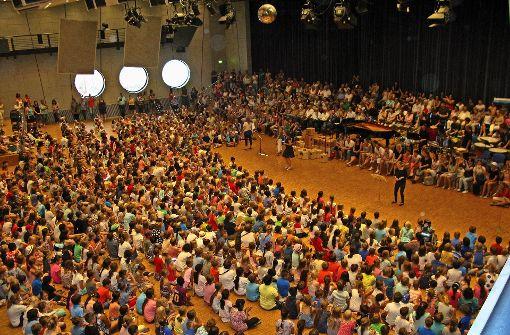 1300 Kinder klauen die Kokosnuss