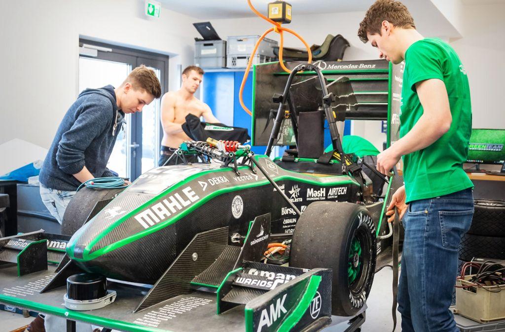 Das Greenteam rüstet einen E-Boliden fürs autonome Fahren um. Foto: Lichtgut/Julian Rettig