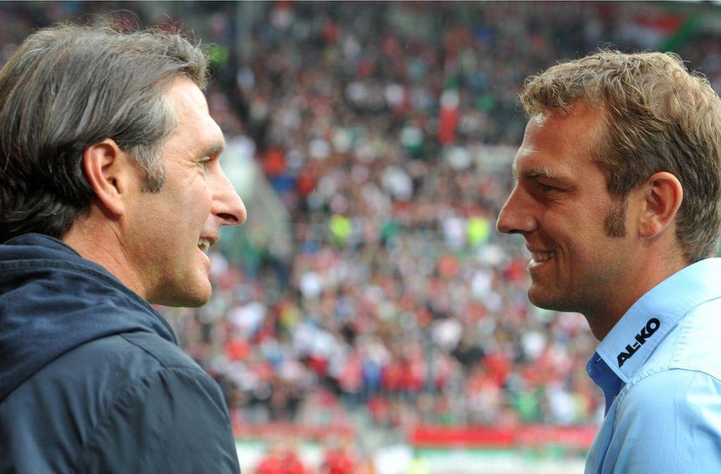 Da konnte er noch lächeln: Nach dem Spiel gegen den FC Augsburg mit Trainer Markus Weinzierl (re.) wurde VfB-Coach Bruno Labbadia 2013 entlassen. Foto: dpa