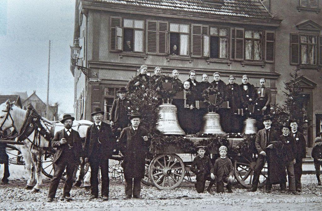 Das Dreiklanggeläut für die Petruskirche auf einem Foto von  1908. Foto: Ines Rudel
