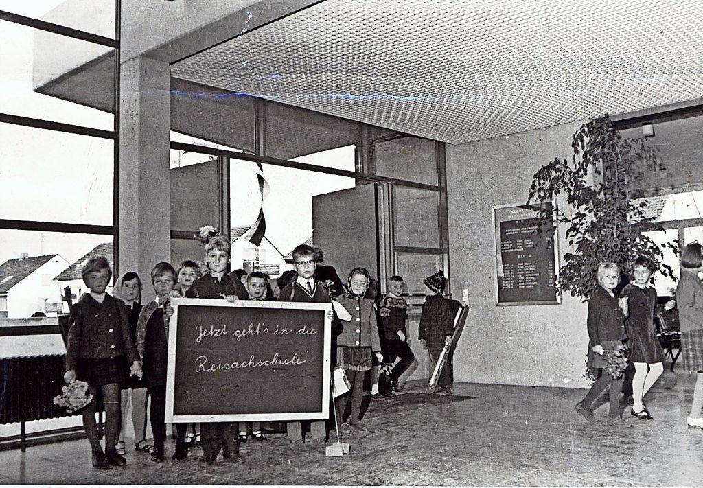 Am 27. Oktober 1967 war es so weit, die Mädchen und Buben konnten in ihre neue Schule einziehen. Foto: privat