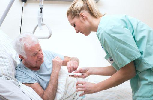 Im  Monat   500Euro mehr für Pflegekräfte?