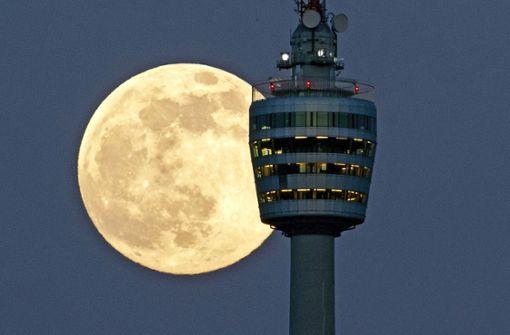 Warum ist der Mond auch tagsüber zu sehen?