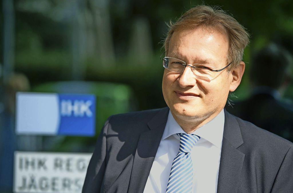 Der frühere Stuttgarter Regierungspräsident Johannes Schmalzl wird am 1. November sein Amt als neuer Hauptgeschäftsführer der IHK Region Stuttgart antreten. Foto: dpa